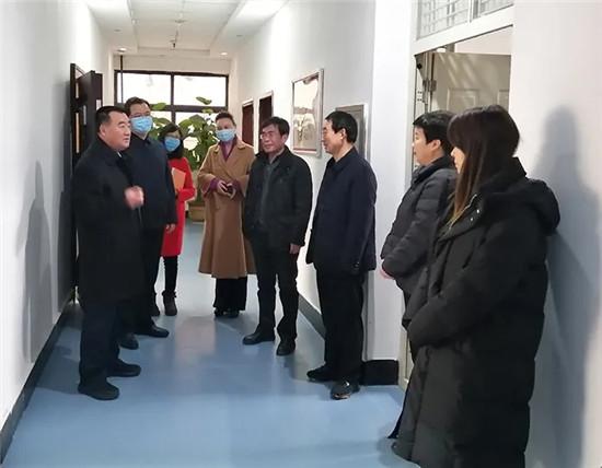 杨福平走访慰问部机关干部职工