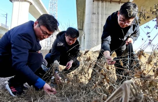 郑州东高铁基础设施段:献安全锦囊 播安全之种