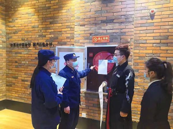 南阳消防支队春节期间对电影放映场所开展集中夜查