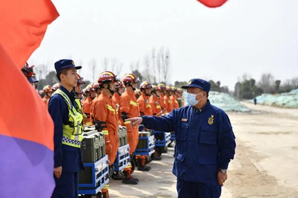 南阳消防支队举行地震救援综合实战拉动演练