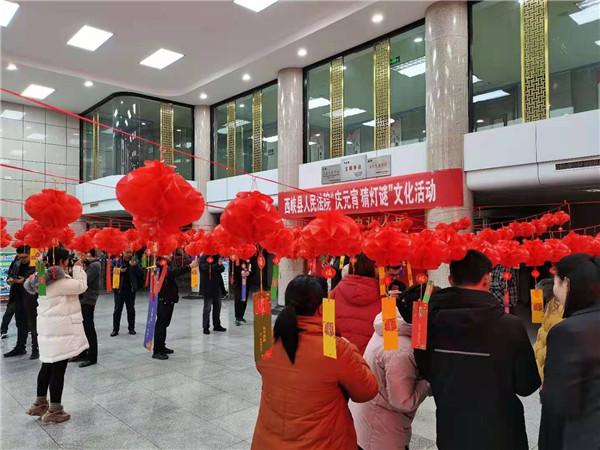 西峡县法院:猜灯谜迎佳节欢欢喜喜闹元宵
