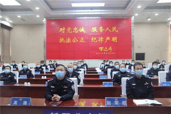 新野县公安局组织收听收看全国脱贫攻坚总结表彰大会