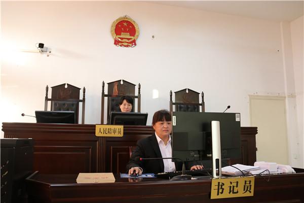 南阳宛城区法院:为避雨闯入空置房屋不慎坠井谁担责