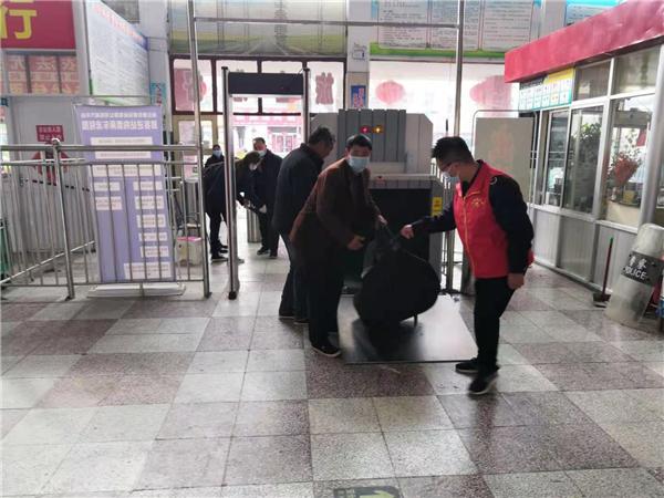"""柘城县:学雷锋日""""爱心汽车站""""传递正能量"""