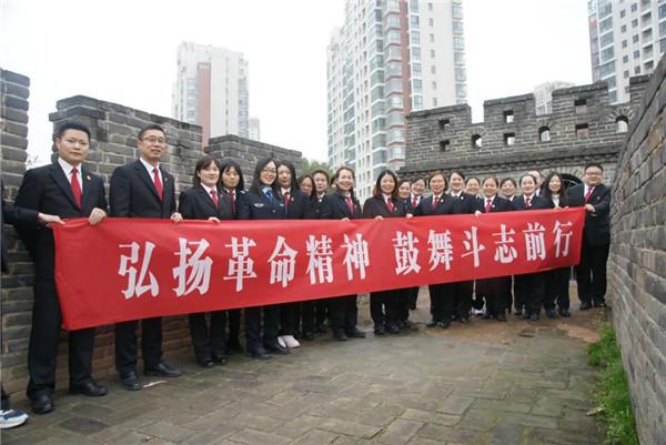 览英雄水闸 铸政法铁军——邓州市法院干警参观英雄水闸