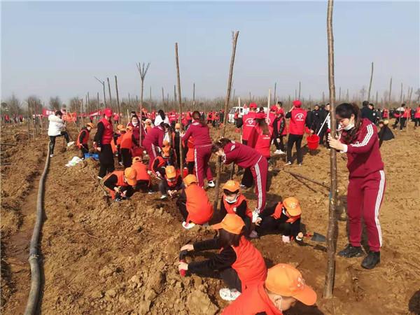 内乡县组织开展2021年春季义务植树活动