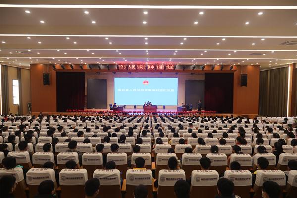 南召县法院:巡回审判进校园 普法宣传伴成长