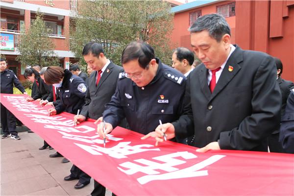 西峡县法院组织干警参观红色教育基地