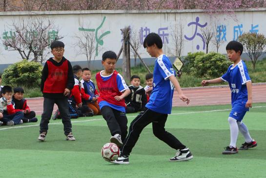 河南宝丰:足球运动 分享快乐