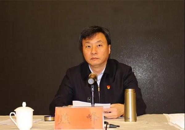 新野县委书记燕峰讲授《锻造忠诚纯洁可靠的政法铁军》专题党课