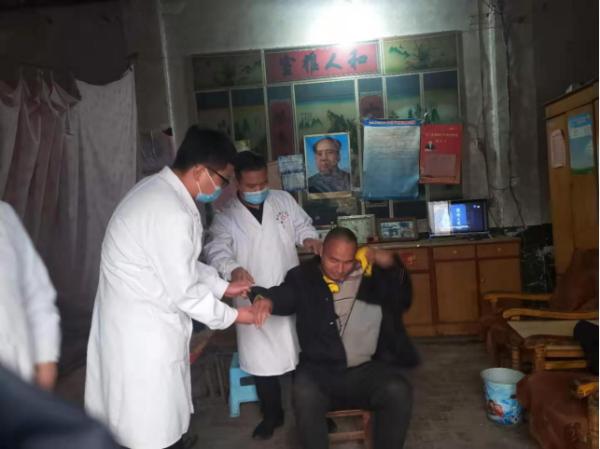 """""""康复进万家,健康你我他""""宝丰县医疗健康集团赵庄分院组织人员走村入户为残疾人员提供健康指导"""