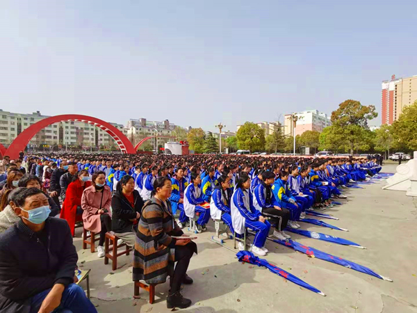 社旗县法院:校园响起法槌声 巡回审判敲警钟