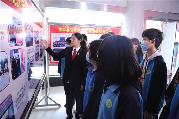 镇平县全兴双语实验学校师生走进县法院