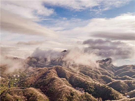 """河南白云山:清明时节""""雪""""纷纷,现白雪、雾凇、冰挂、云海奇观!"""