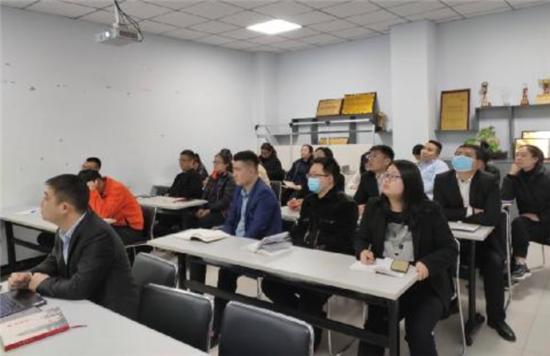 平安产险漯河中支积极学习银行保险机构声誉风险管理办法