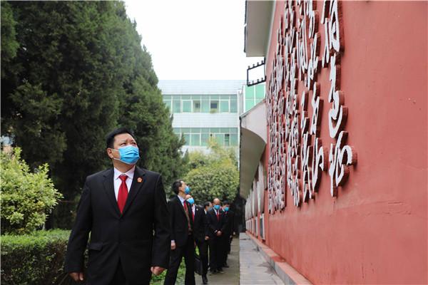 新野县法院:祭奠革命先烈 弘扬英模精神