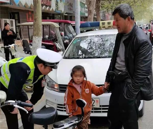 河南商丘:三岁半女孩走失 交警护娃找家人