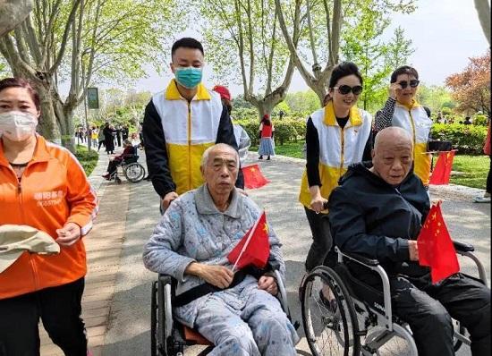 郑州中原区新联会开展敬老爱老志愿活动