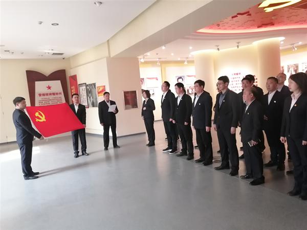 邓州市第三人民医院党支部:传承红色基因 铭记党的历史