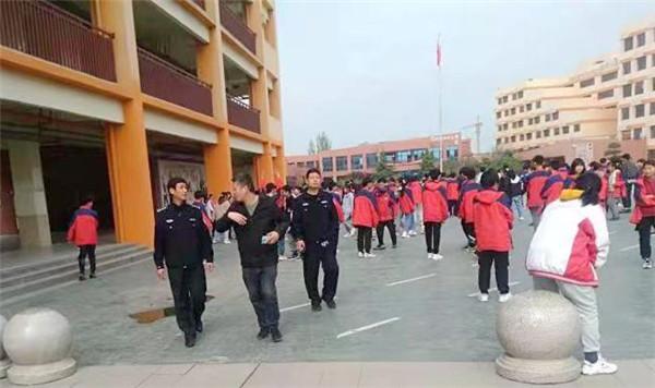 邓州市湍河派出所为中招体育考试保驾护航