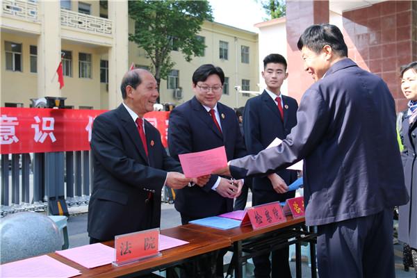 """南召县法院开展""""全民国家安全教育日""""普法宣传活动"""