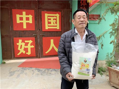 """八旬老人黄河岸边再创业!种出""""雷锋牌""""富硒农产品"""