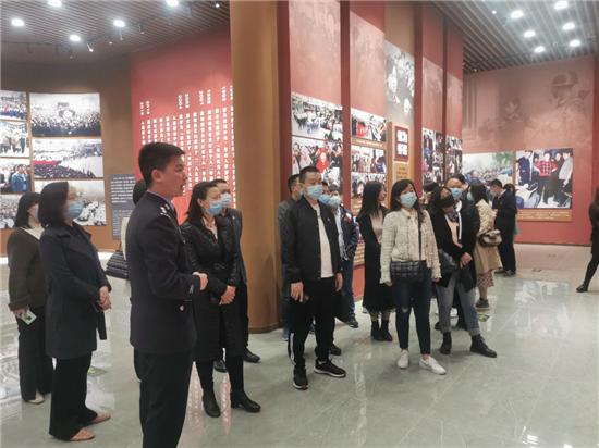 各区县(市)统一战线成员赴任长霞纪念馆开展党史教育活动