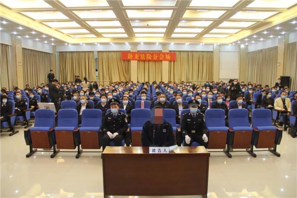 南阳卧龙区法院:旁听职务犯罪庭审 筑牢拒腐防变思想防线