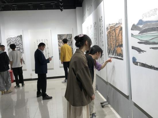 """漯河市举办""""庆祝建党100周年""""名家书画作品展"""