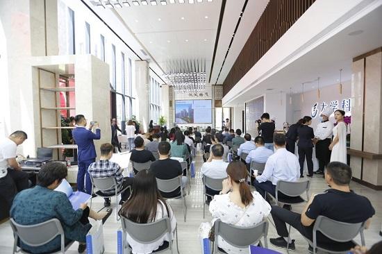 河南省大学科技园(东区)招商中心开放仪式暨新品推介会圆满举行