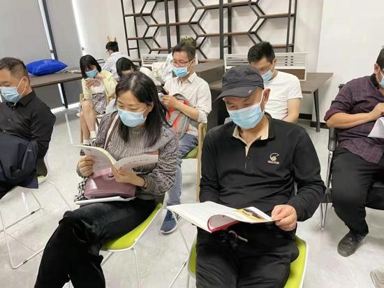郑州高新区石佛办事处党工委推进疫苗接种与党史学习同频共振