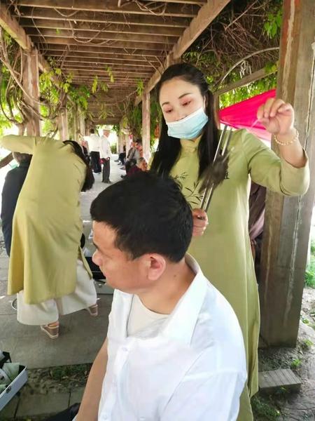 爱在心中感恩有您――汝南县小城义工协会开展庆祝母亲节活动