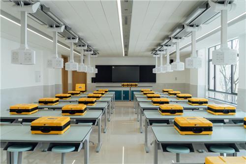 一八学校媒体见面会在郑州举行,探寻15年一贯制教育体系背后深意