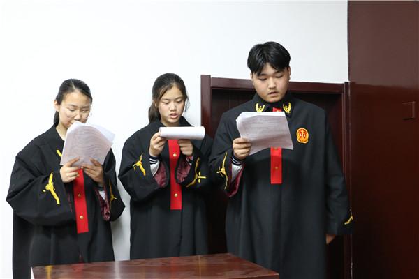 """中学生走进西峡法院""""零距离""""接受法制教育"""