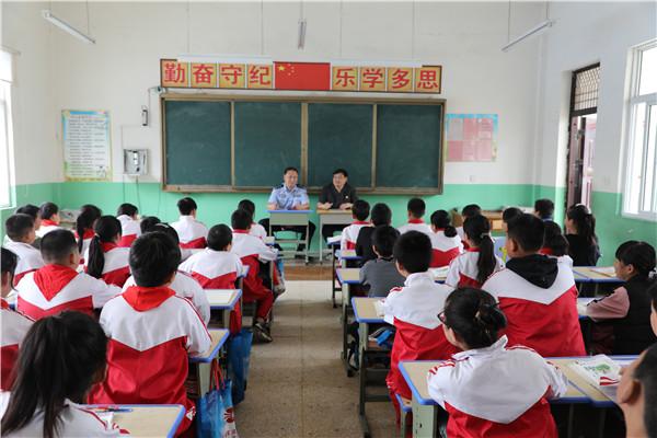 新野县法院:法治宣传进校园 护航青春助成长