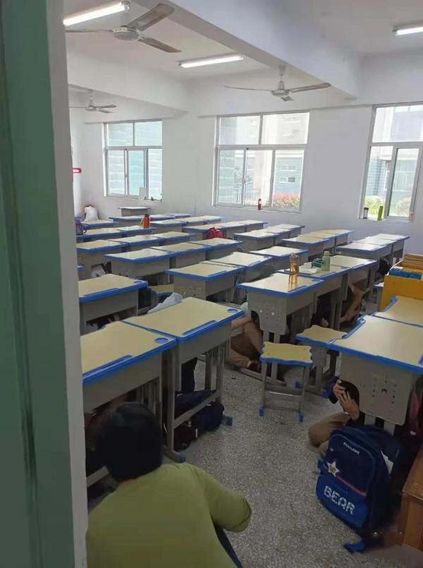 邓州北京路学校开展地震应急疏散演练活动