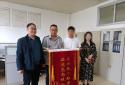赞!邮储银行河南省分行一员工和衣跳水救出落水母子