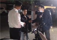 郑州一男子进家属院找同学借钱被拦后大吵大闹   巡防队员耐心劝解