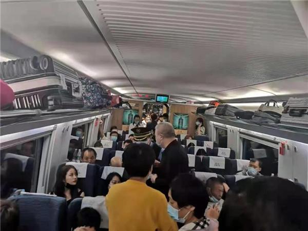 【商丘好人】商丘中医高铁上救人 引全车乘客赞誉