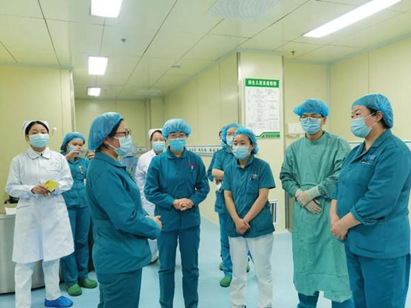 唐河县人民医院新生儿科举行疑似新冠肺炎发热患儿的应急演练