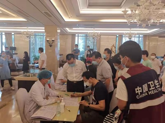 杨福平调研督导郑州郑东新区新冠疫苗接种工作