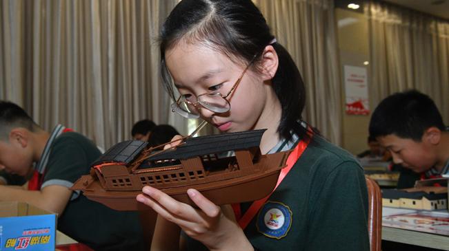 郑州:制作主题模型 重温红色记忆
