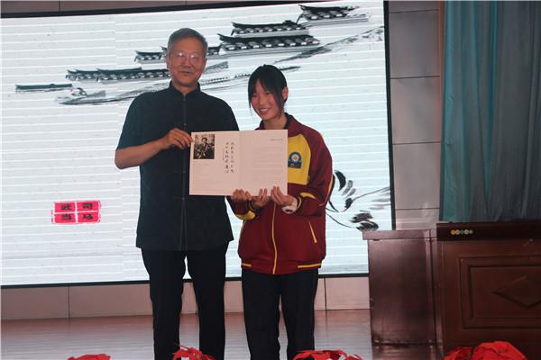 内乡县硬笔书法家协会第四期硬笔书法公益课成功举行