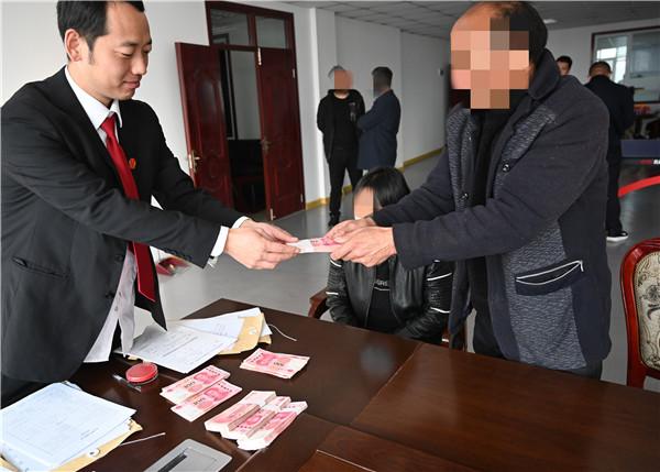 """执行战线的""""老黄牛""""——记南阳高新区法院执行干警雷涛"""