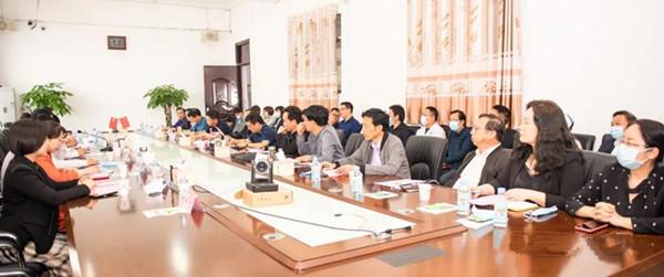 唐河县人民政府与南阳市中心医院医疗服务战略合作座谈会在县医院召开