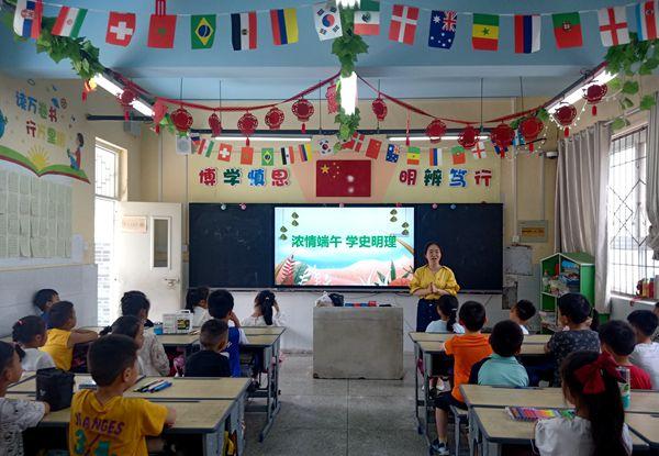 郑州二七区京广路小学联合蜜蜂张街道京北社区开展端午节活动