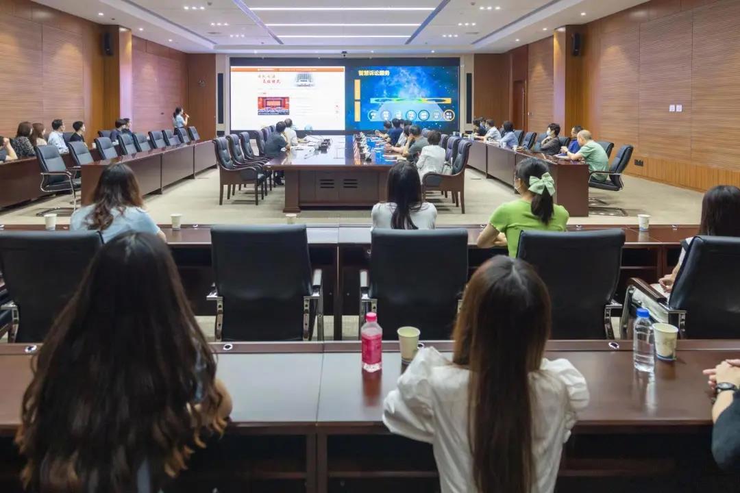 人大代表、政协委员、国资委领导及河南财经政法大学师生走进省法院旁听了这个案件……