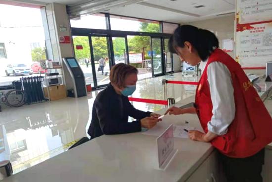 无障碍 不折腾 郑州高新区石佛办事处政务服务中心开设老年人服务专窗