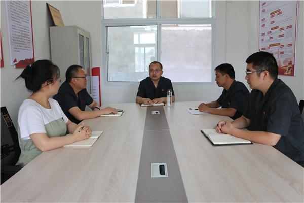 西峡县法院党组书记肖新征到丹水法庭党支部参加组织生活会