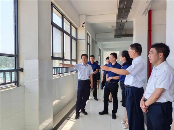 南阳宛城区委书记刘中青深入第六完全学校调研指导工作